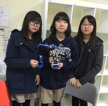 Students at Xi'an Hanova International School Go Robo